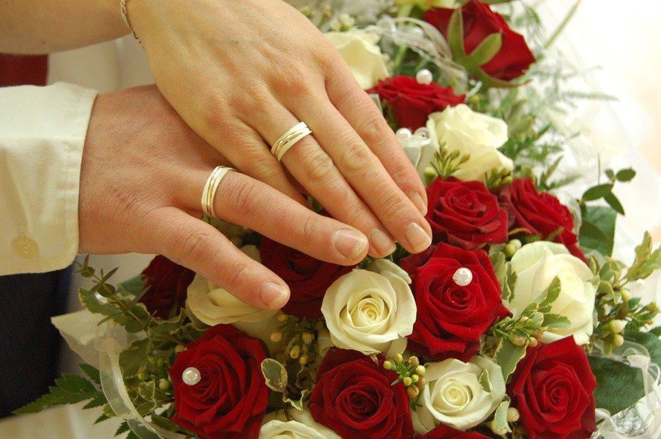 Bague de fiançailles : or blanc ou or jaune ?