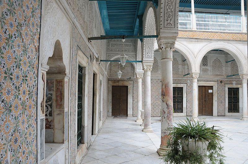 800px-Dar_Ben_Abdallah_dans_la_Médina_de_Tunis_4