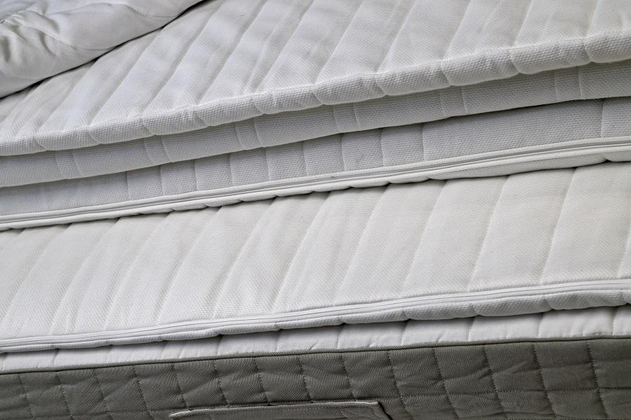 Peut-on empiler plusieurs matelas pour plus de confort ?